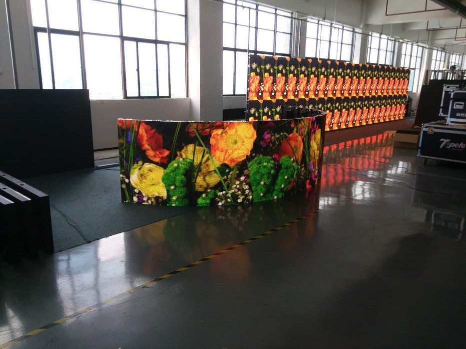 P3.9 HK Tour-AC Series Curved 500*500mm Indoor Rental LED Display